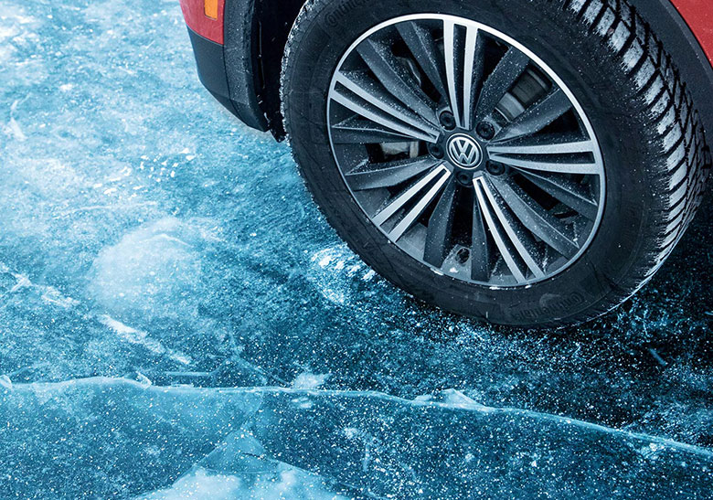 гололед лёд дорога вождение car wheel winter ice snow drive tips avtoshkolabars